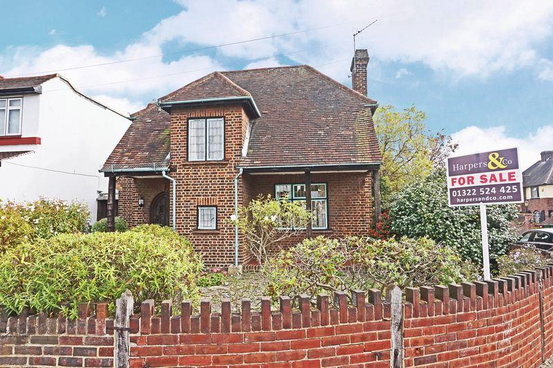 3 Bedrooms Detached House for sale in Blendon Drive, Bexley