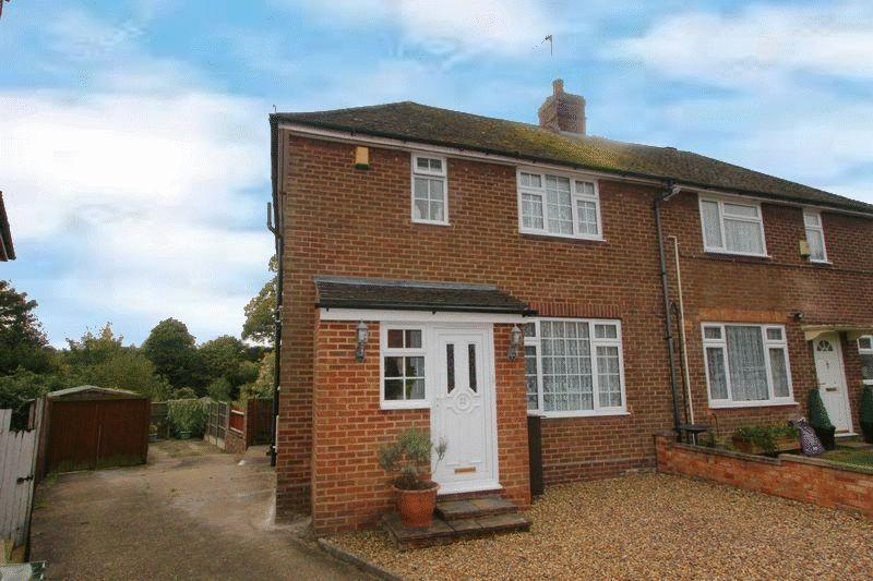 3 Bedrooms Semi Detached House for sale in Caddington Three Bed Backing Onto Open Fields