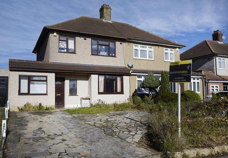 4 Bedrooms Semi Detached House for sale in Dunblane Road, Eltham se9