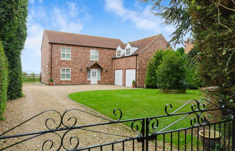 4 Bedrooms Detached House for sale in 12a Mill Lane, Martin