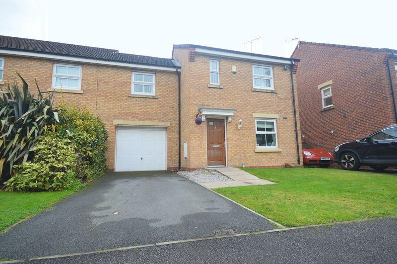 3 Bedrooms Link Detached House for sale in Nazareth House Lane, Widnes