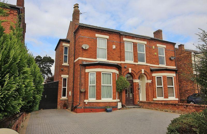 3 Bedrooms Semi Detached House for sale in Hampton Road, Southport