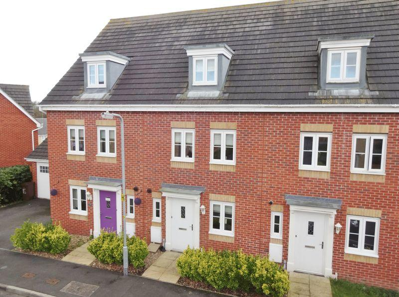 4 Bedrooms Town House for sale in Haydock Close, Oakley Vale, Corby