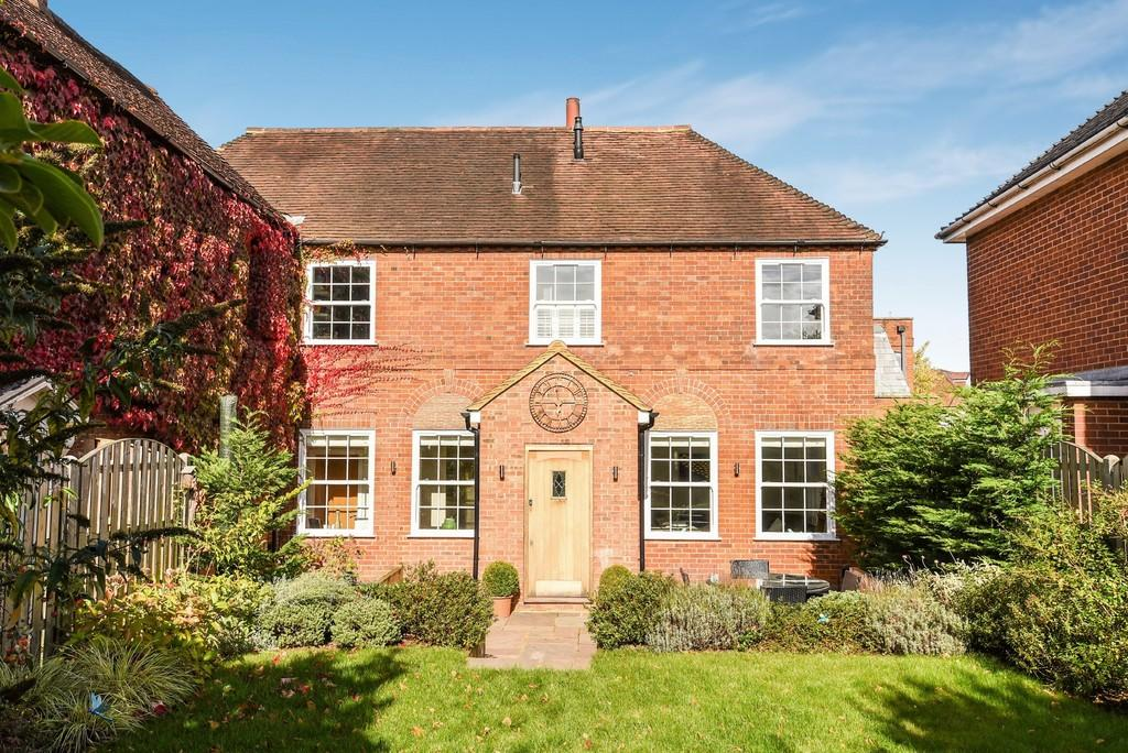 3 Bedrooms House for sale in Waverley Close, Farnham