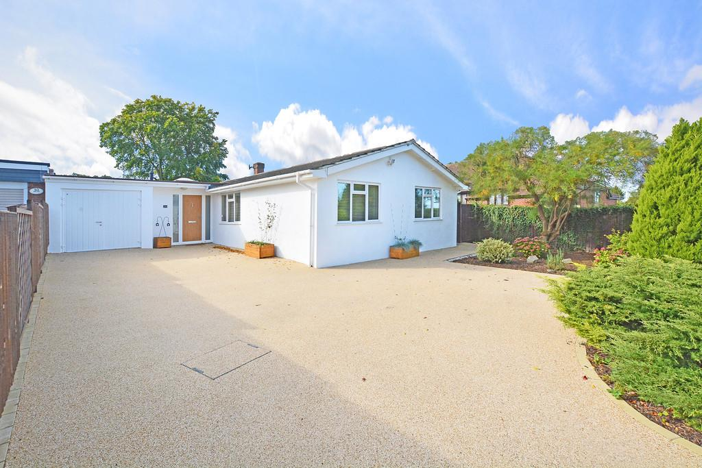 4 Bedrooms Detached Bungalow for sale in Ripley, Surrey