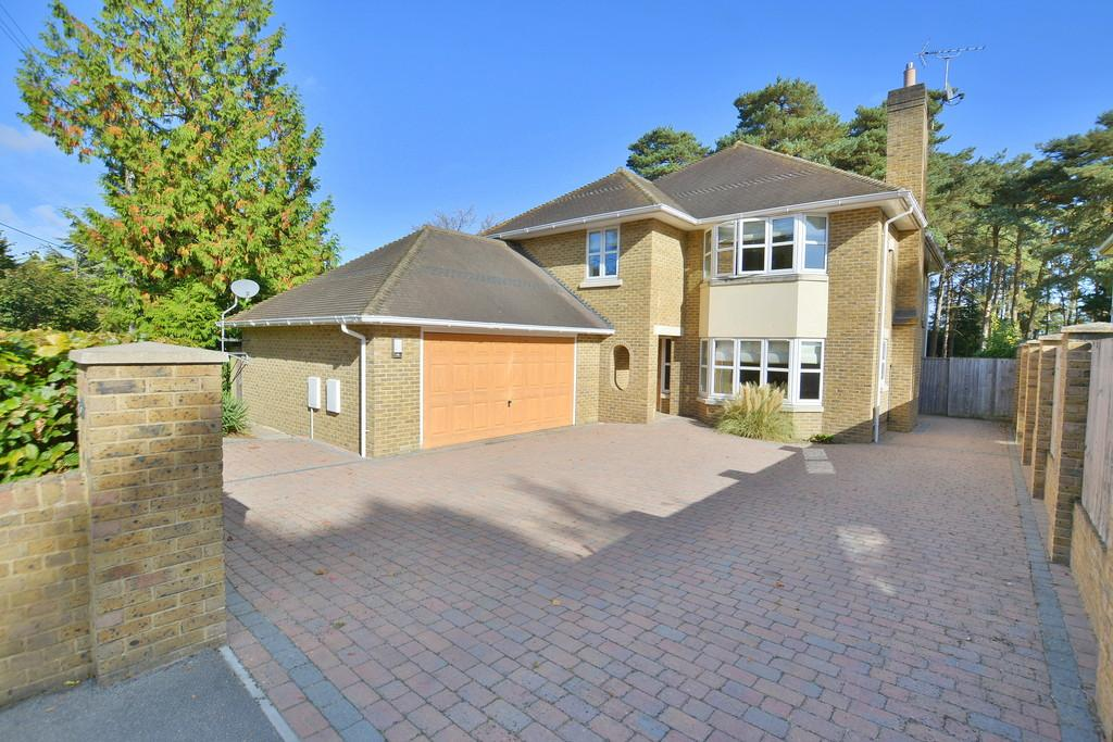 5 Bedrooms Detached House for sale in Dudsbury Crescent, Ferndown