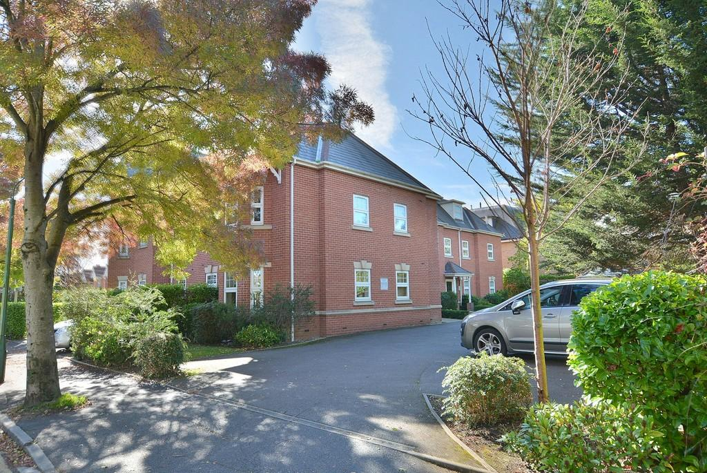 2 Bedrooms Apartment Flat for sale in Bethia Gate , 397 - 399 Holdenhurst Road, Bournemouth