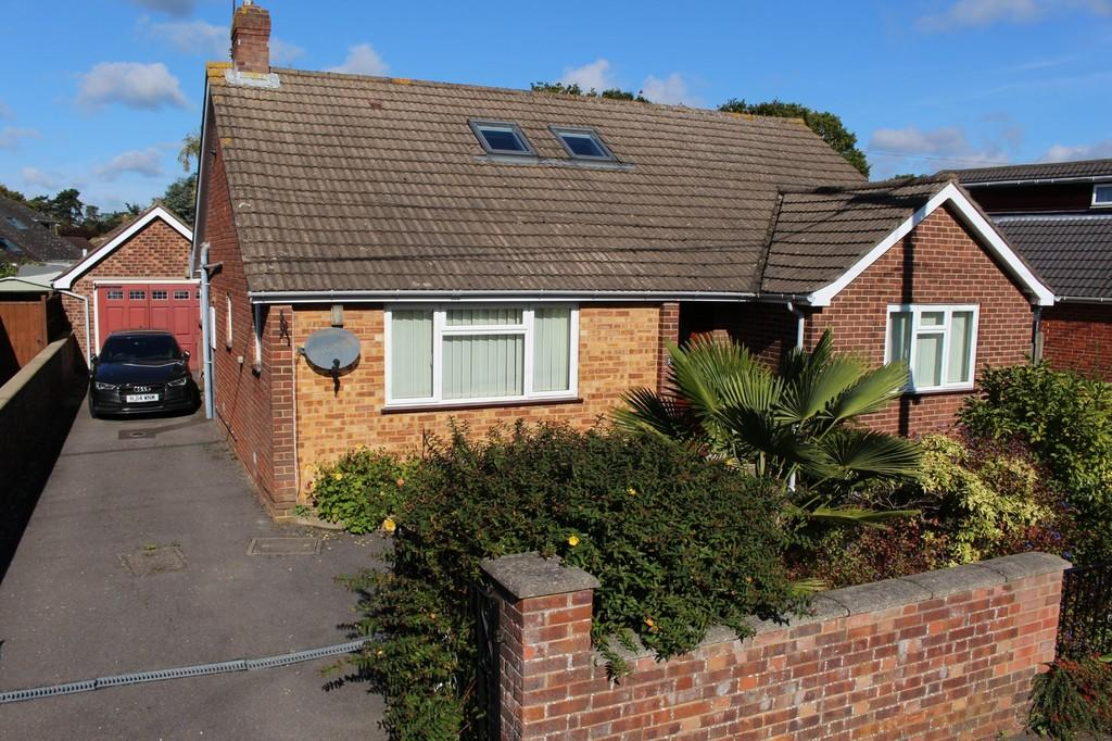3 Bedrooms Detached Bungalow for sale in Dibden Purlieu, Southampton