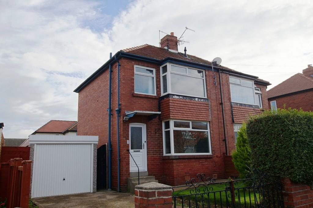 2 Bedrooms Semi Detached House for sale in Greylands Park Drive, Scarborough