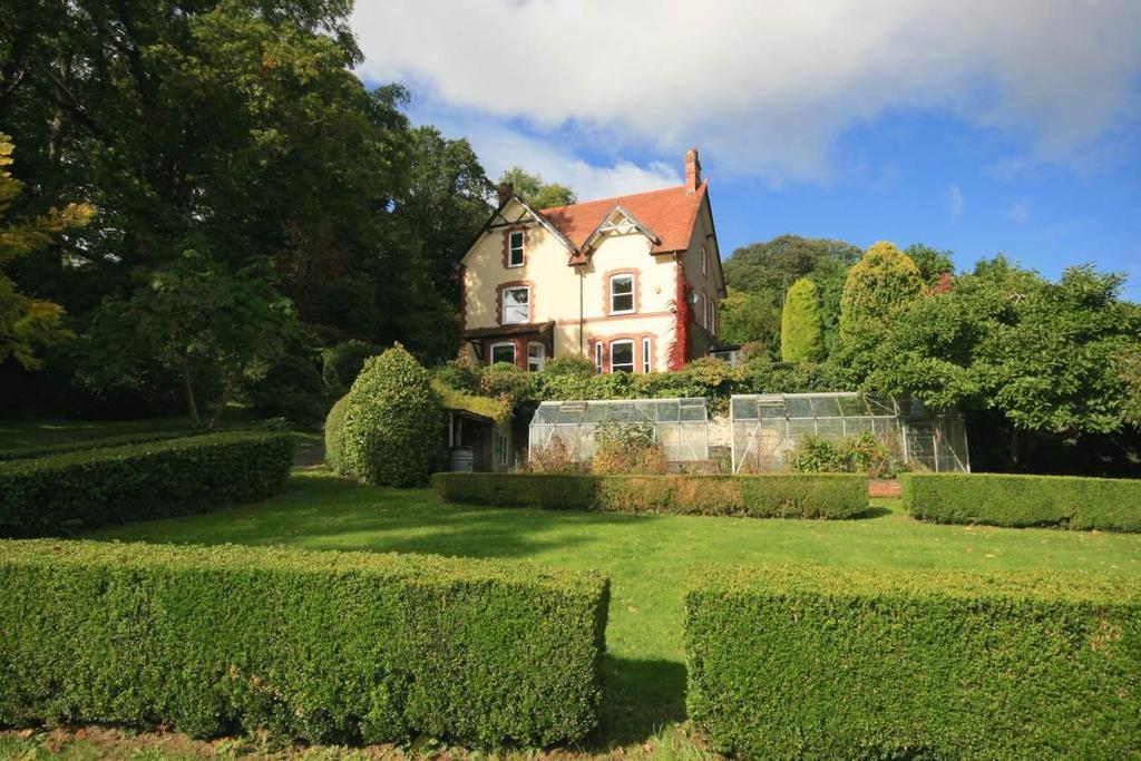 5 Bedrooms Detached House for sale in Derwen Deg, Llechwedd, LL32 8DX