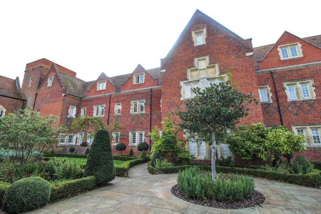 2 Bedrooms Apartment Flat for sale in Pope Court, The Galleries, Warley, Brentwood, Essex, CM14