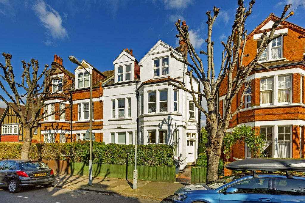 8 Bedrooms Semi Detached House for sale in Ravenslea Road, SW12