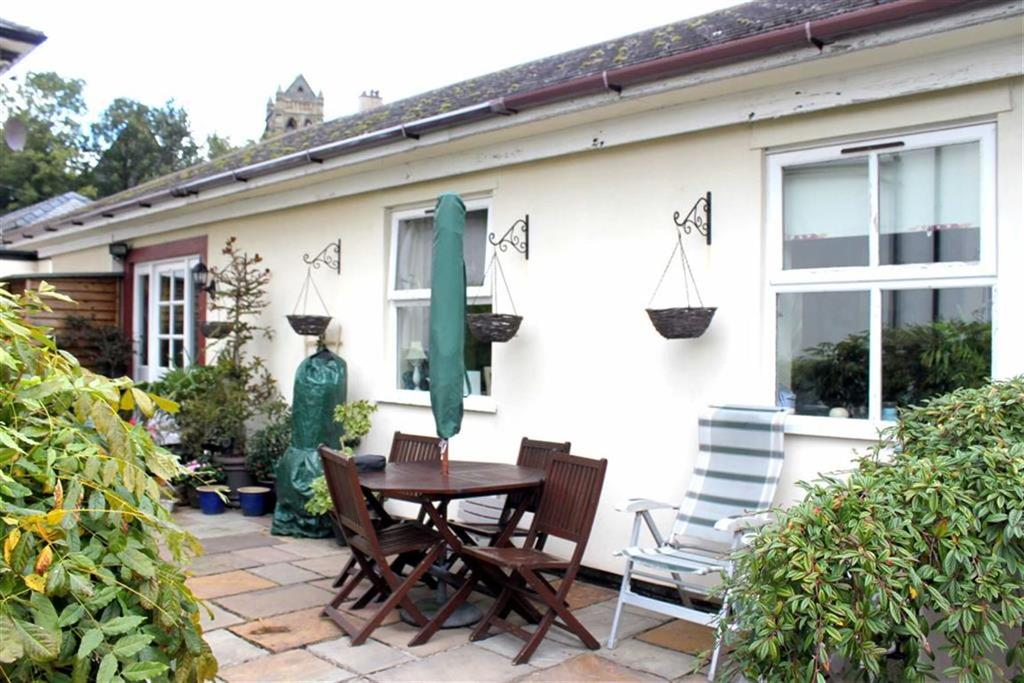 2 Bedrooms Semi Detached Bungalow for sale in Conway Road, Penmaenmawr, Conwy