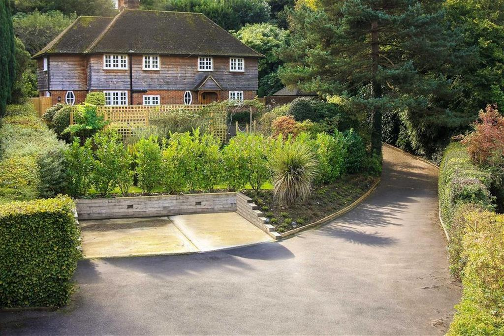 4 Bedrooms Detached House for sale in Kings Road, Haslemere, Surrey, GU27