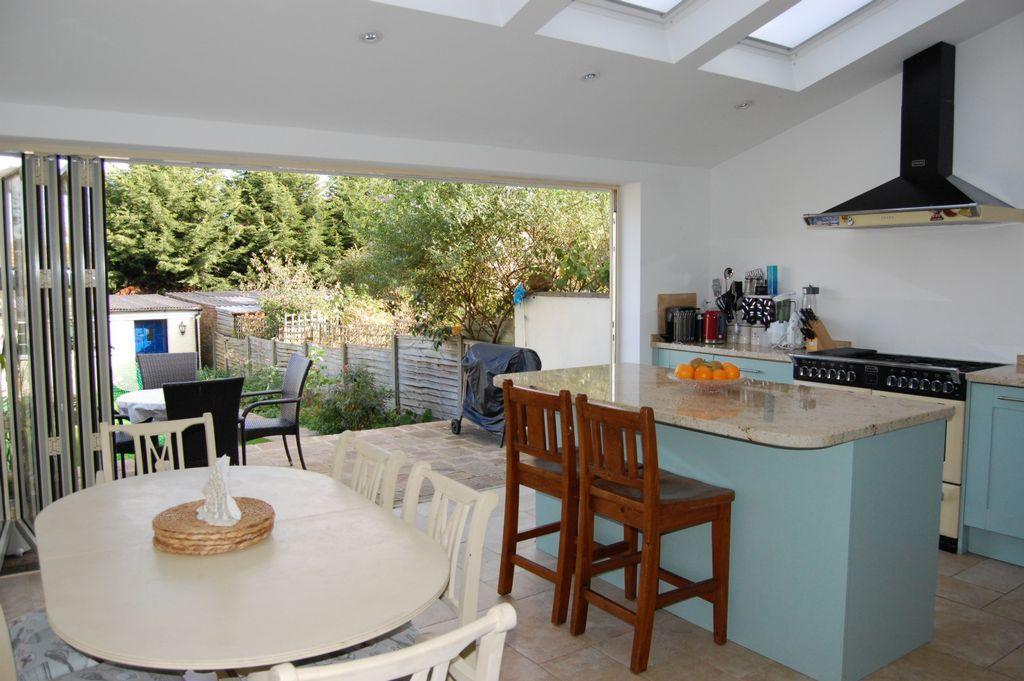 3 Bedrooms End Of Terrace House for sale in Albert Terrace, Buckhurst Hill, IG9