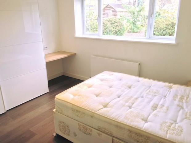 4 Bedrooms Semi Detached House for rent in Derley Road Derley Road, Southall, UB2