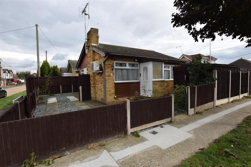 1 Bedroom Detached Bungalow for sale in Southwick Road, Canvey Island