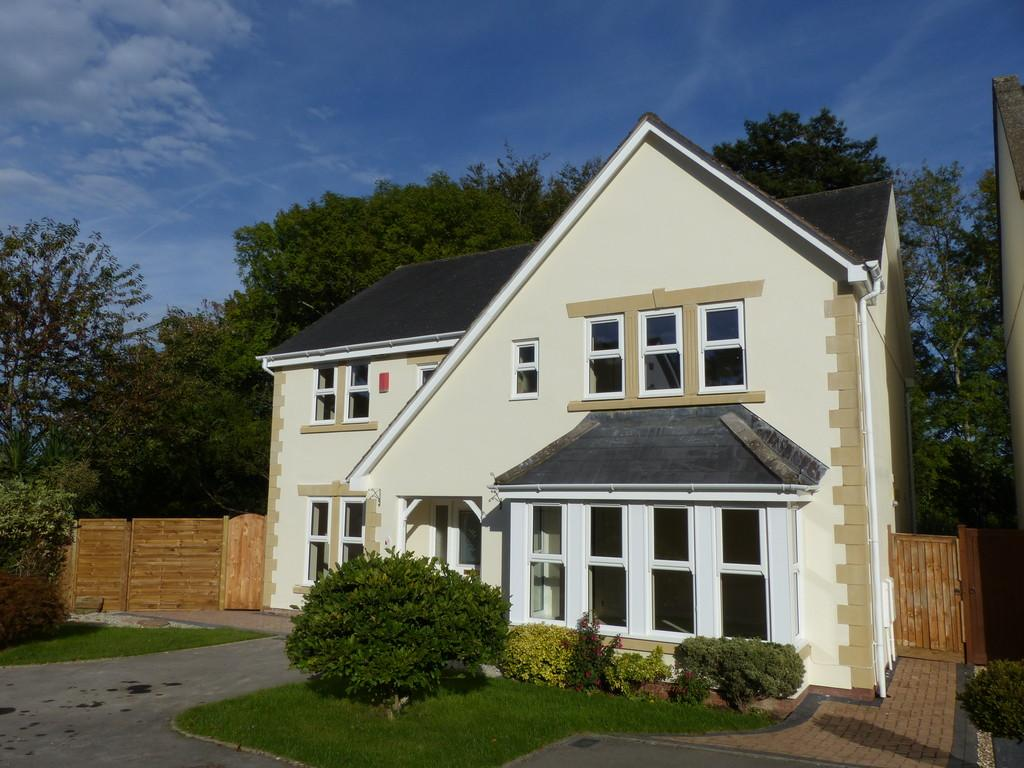 4 Bedrooms Detached House for sale in Orleigh Park, Newton Abbot