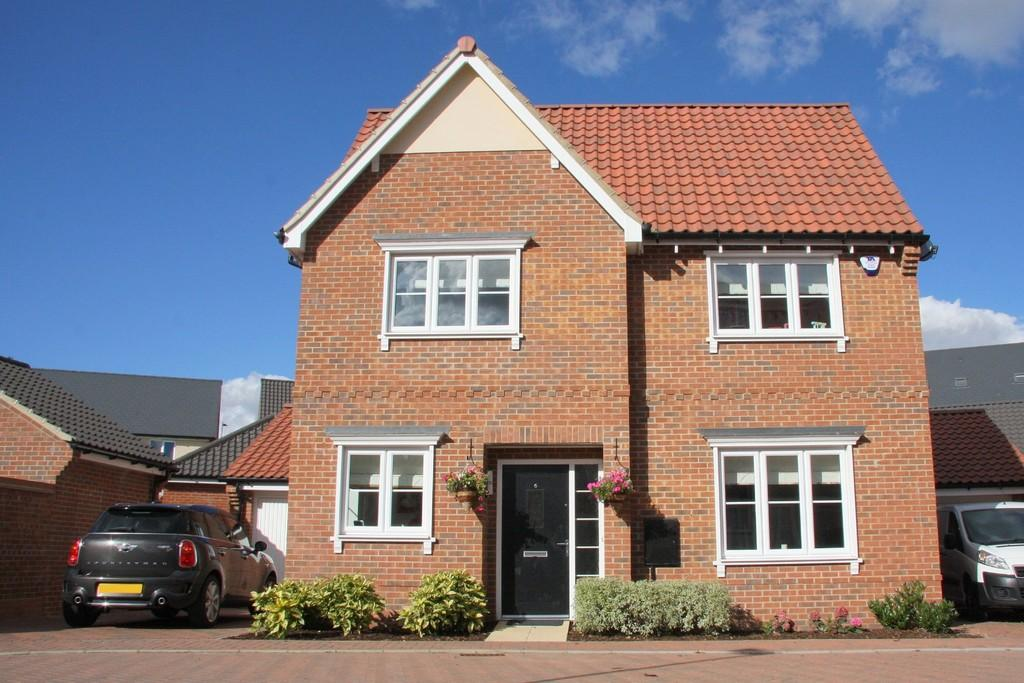 4 Bedrooms Detached House for sale in Nightjar Grove, Martlesham, IP12 4UF