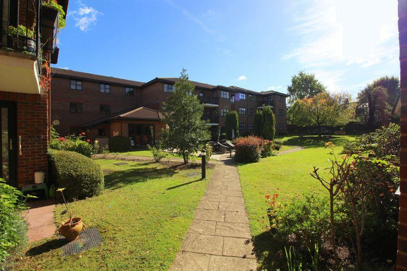 2 Bedrooms Retirement Property for sale in TUDOR COURT, Sidcup, DA14 4HY