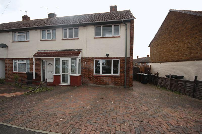 3 Bedrooms Terraced House for sale in Kirby Road, Dartford