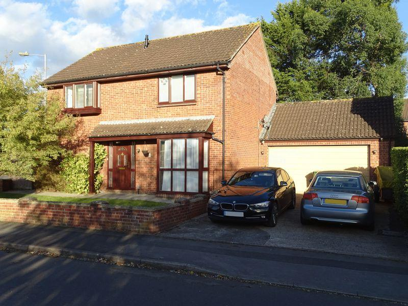 4 Bedrooms Detached House for sale in Bader Park, Melksham