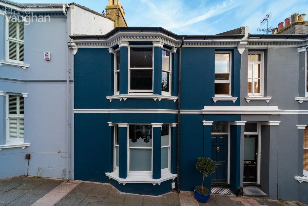 3 Bedrooms Terraced House for sale in Sudeley Place, Brighton, BN2