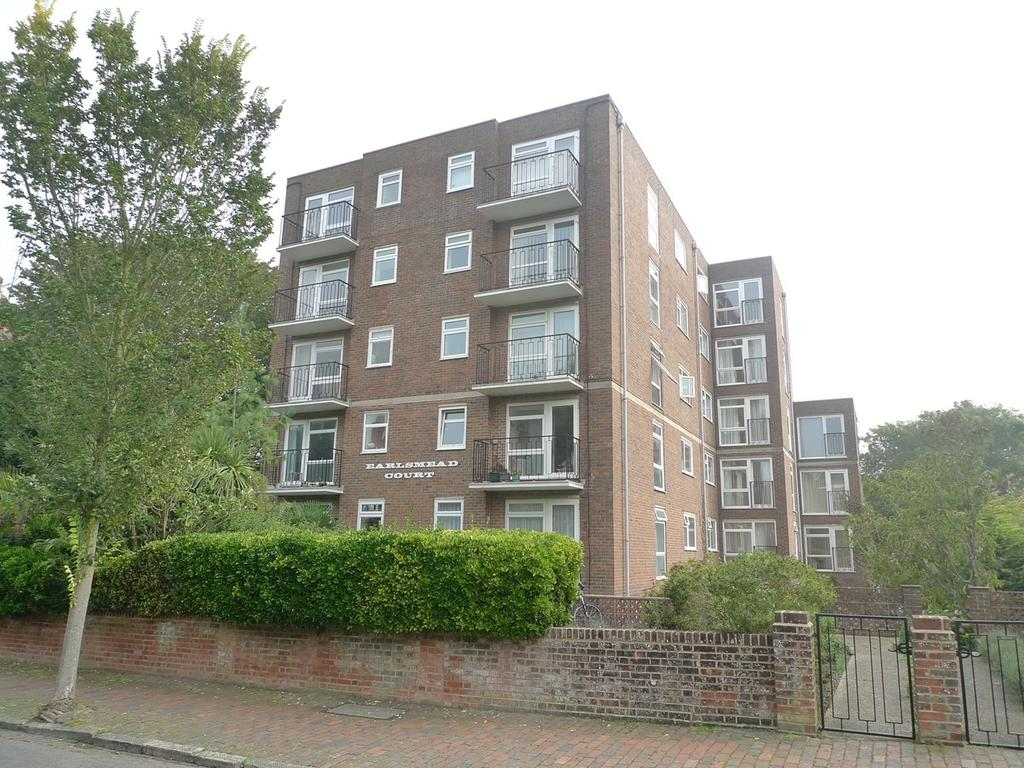 2 Bedrooms Apartment Flat for sale in Granville Road, Meads, Eastbourne, BN20