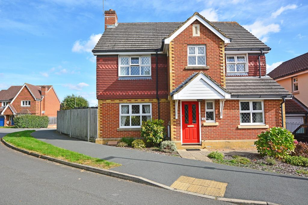 4 Bedrooms Detached House for sale in Knaphill, Woking