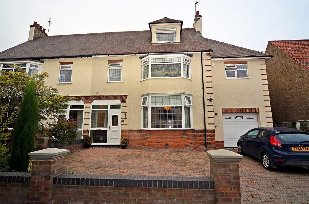 5 Bedrooms Semi Detached House for sale in 80 Swanland Road, Hessle
