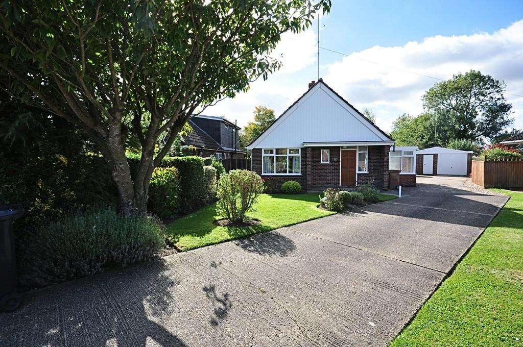 3 Bedrooms Detached Bungalow for sale in Mill Close, Pulham Market
