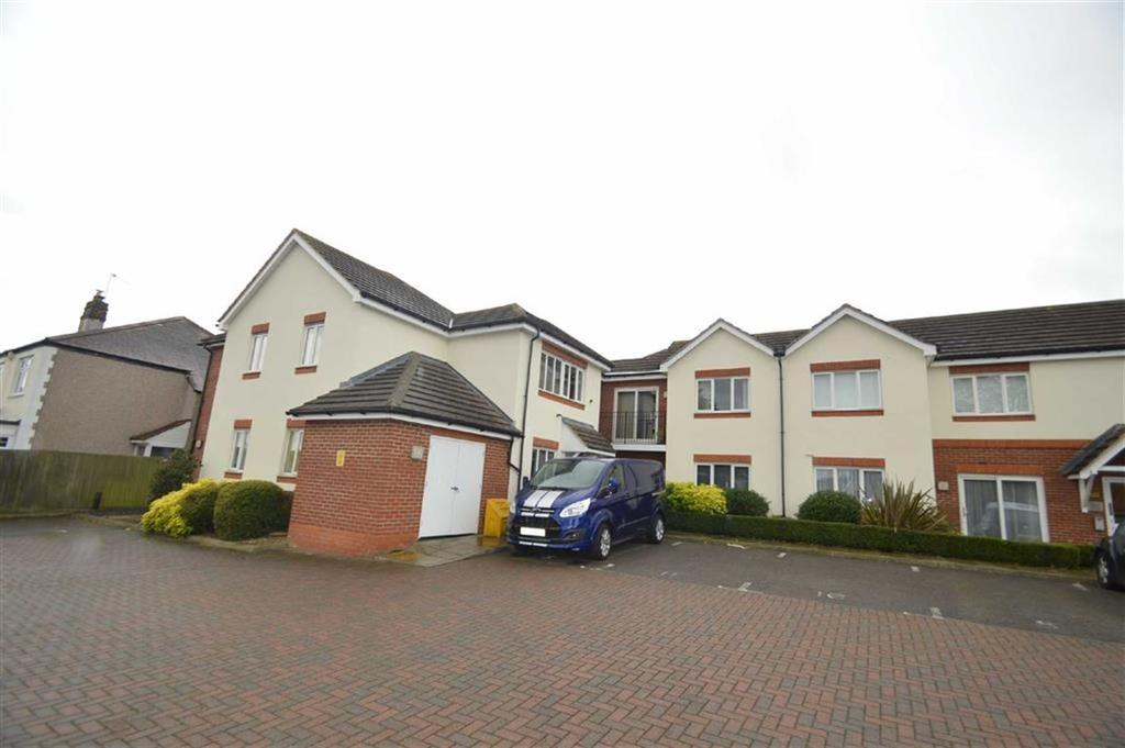 2 Bedrooms Apartment Flat for sale in Aspen Green, Ashingdon, Essex