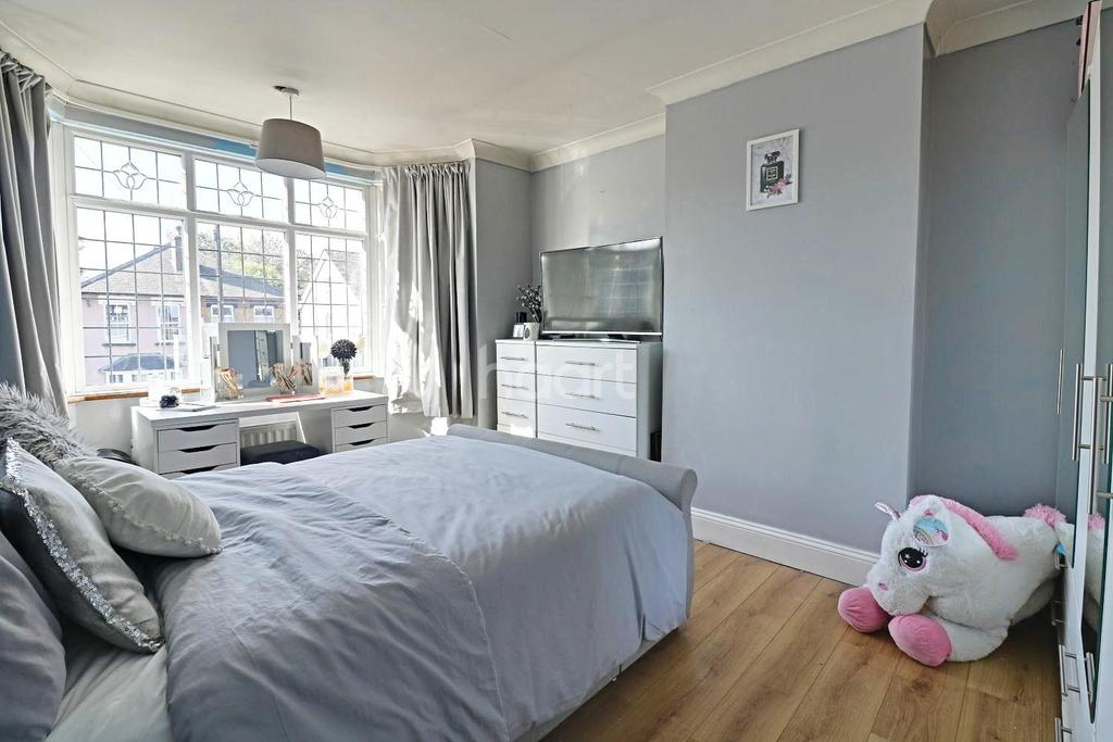 3 Bedrooms Terraced House for sale in Havering Road, Romford