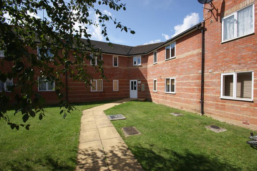 2 Bedrooms Apartment Flat for sale in Crompton Street, Chelmsford, Essex, CM1