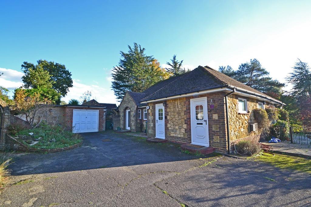 2 Bedrooms Detached Bungalow for sale in Storrington, West Sussex RH20