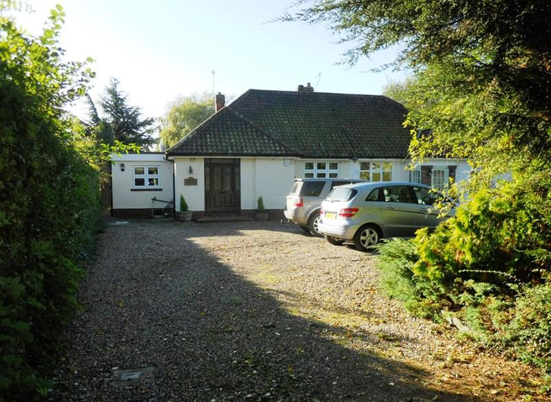 2 Bedrooms Semi Detached Bungalow for sale in Thirty Acre Lane, Hedon, Hull