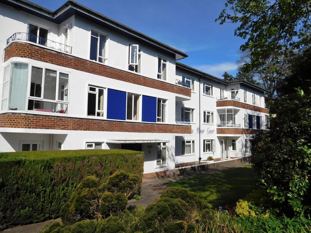2 Bedrooms Flat for sale in Surrey Road BH4