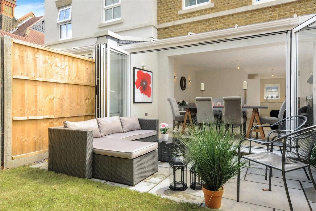 3 Bedrooms Terraced House for sale in St Leonards Road, Windsor, SL4