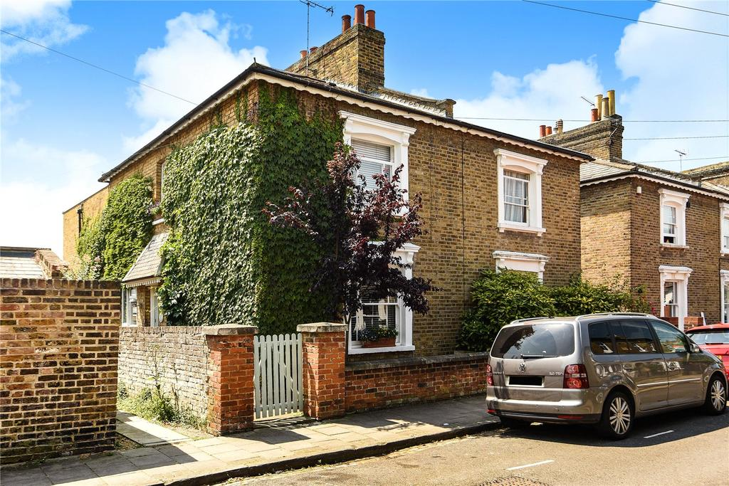 3 Bedrooms Semi Detached House for sale in Adelaide Square, Windsor, Berkshire, SL4