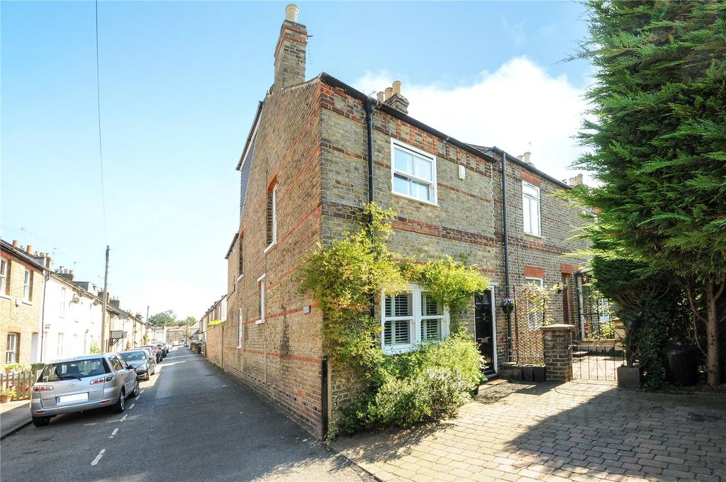 2 Bedrooms End Of Terrace House for sale in Oak Lane, Windsor, Berkshire, SL4