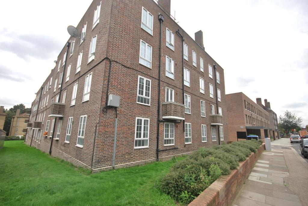 2 Bedrooms Flat for sale in Dog Kennel Hill Estate London SE22
