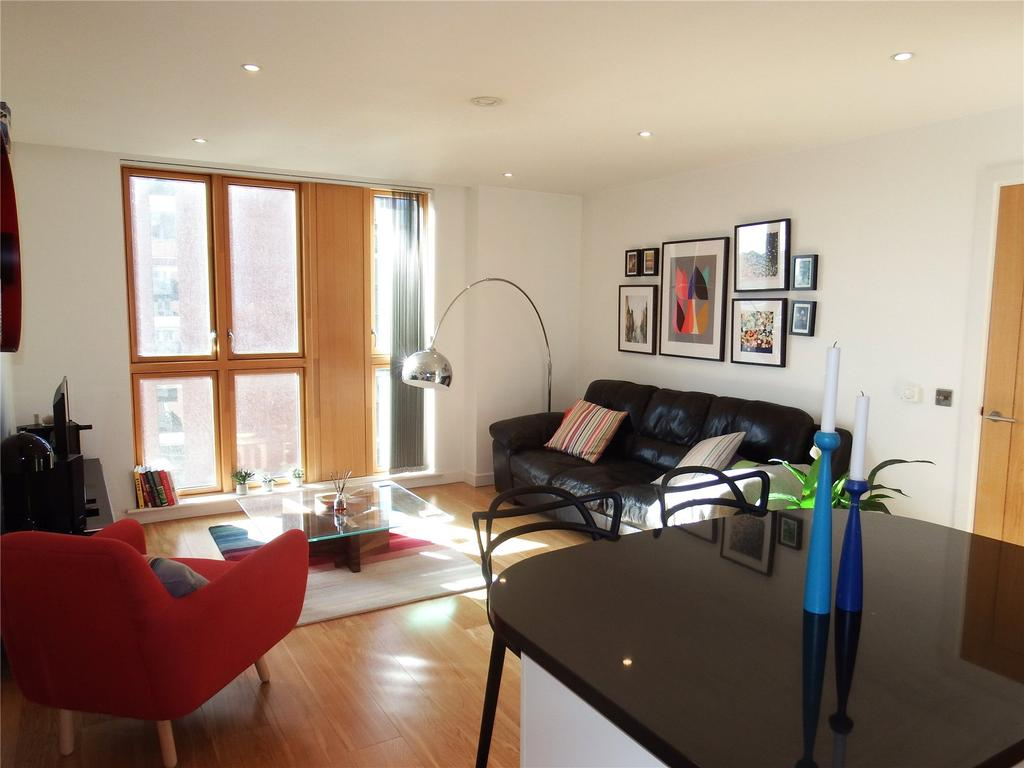 2 Bedrooms Flat for rent in Watermans Place, Wharf Approach, Leeds, West Yorkshire, LS1