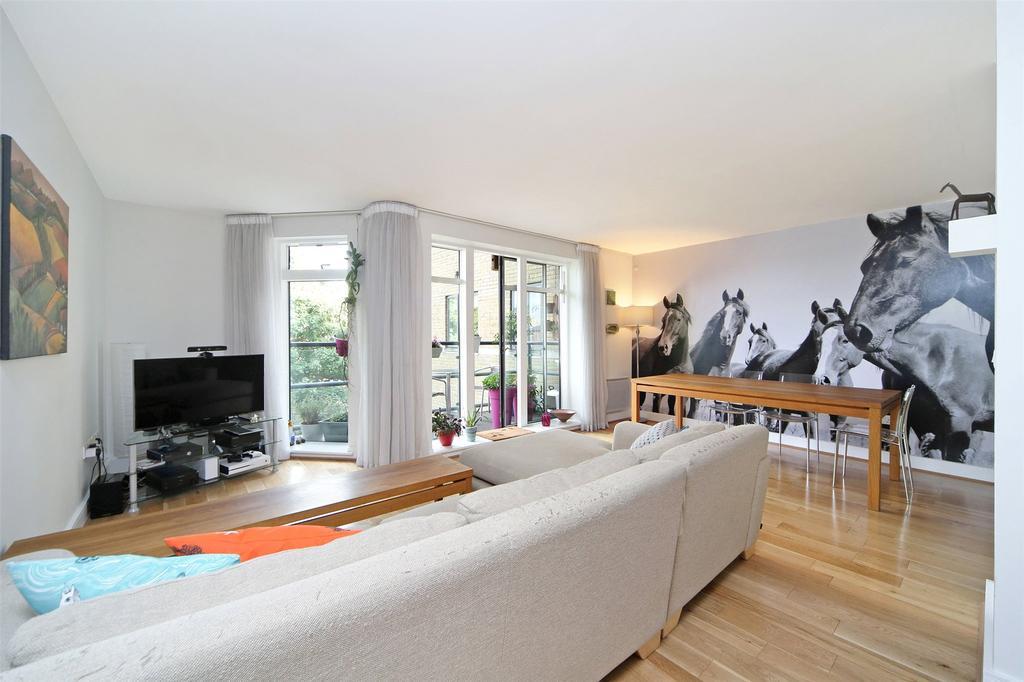 2 Bedrooms Flat for sale in Merchants House, Collington Street, Greenwich, London, SE10
