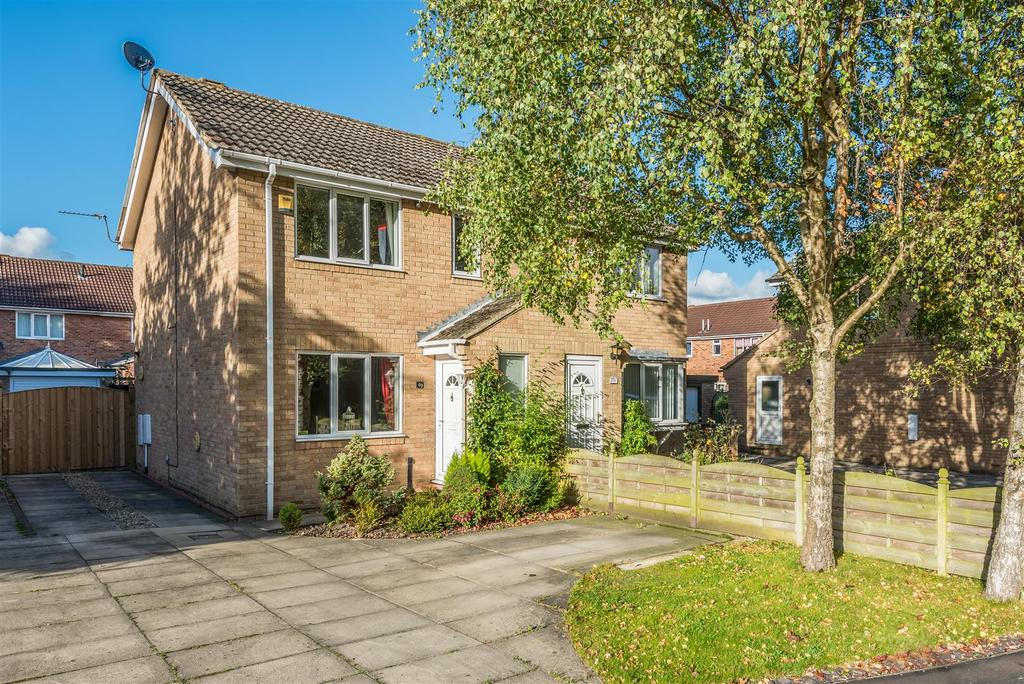 3 Bedrooms Semi Detached House for sale in Bellhouse Way, York