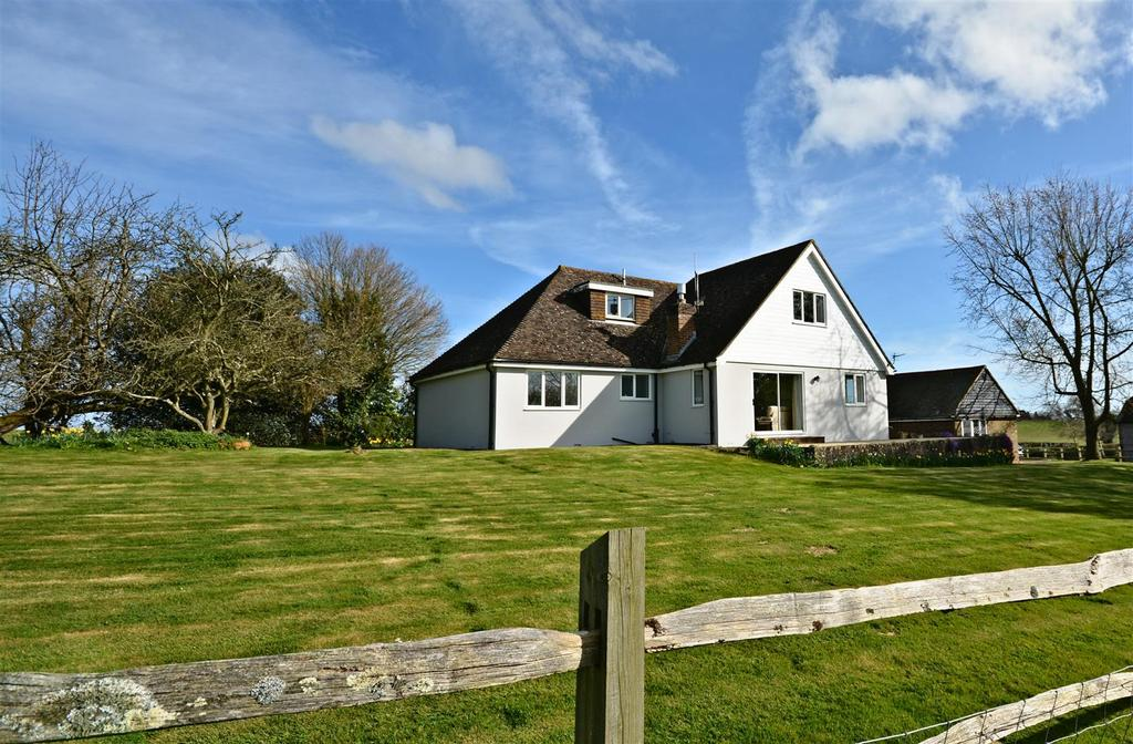 4 Bedrooms Detached Bungalow for sale in Top Road, Hooe, Battle