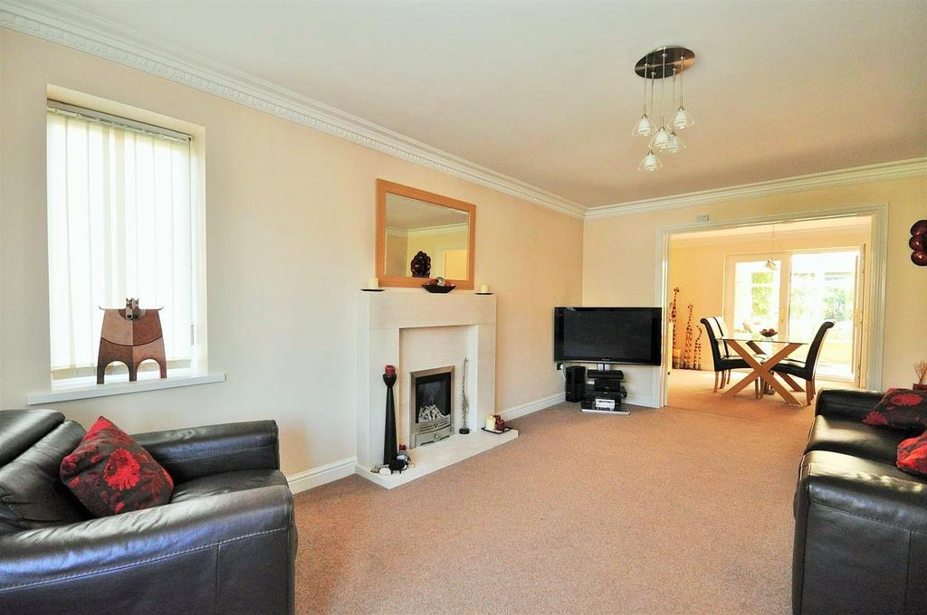 4 Bedrooms Detached House for sale in Wharnscliffe Drive, Clifton Moor ,York, YO30 4WB