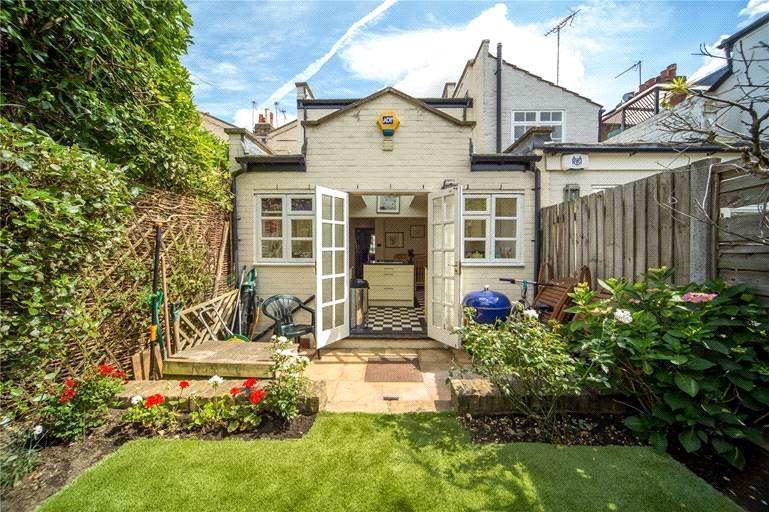 2 Bedrooms Terraced House for sale in Haldane Road, London, SW6