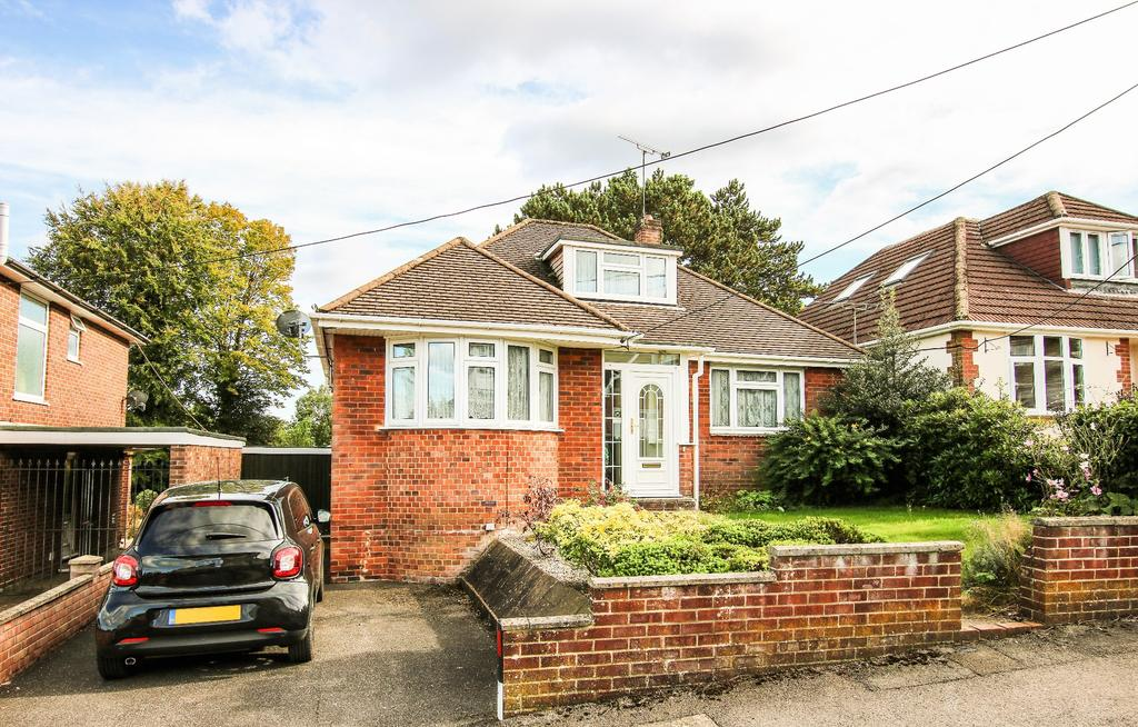 2 Bedrooms Detached Bungalow for sale in West End, Southampton