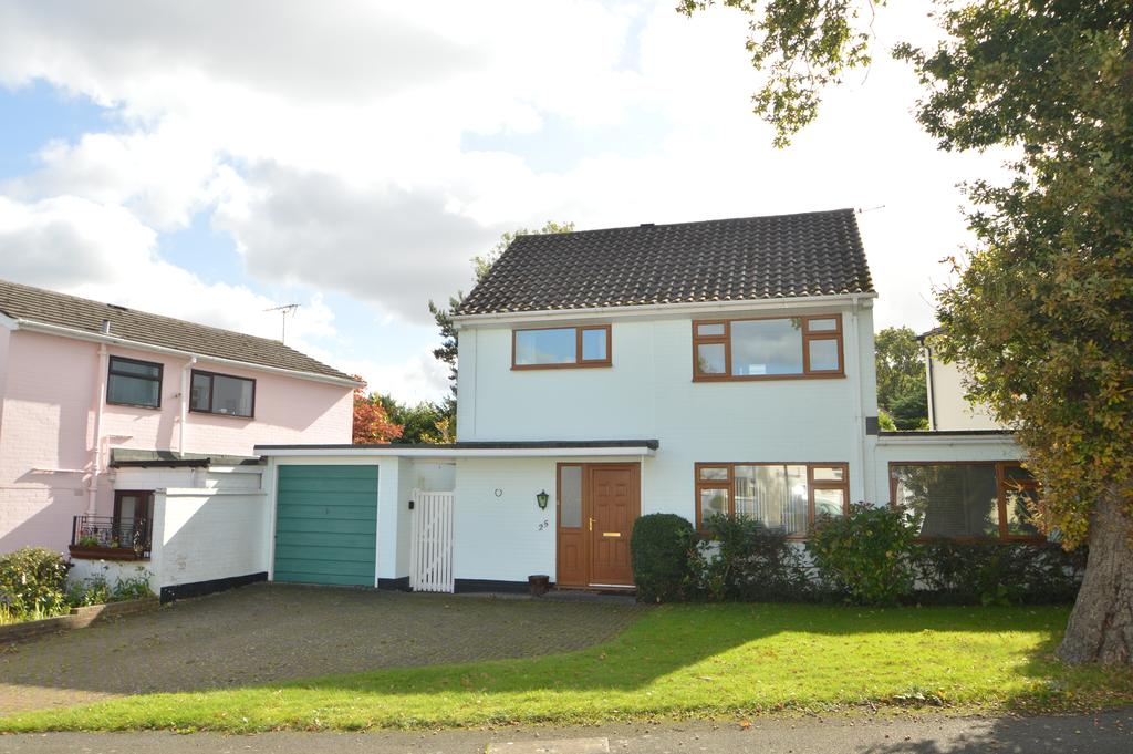 3 Bedrooms Detached House for sale in Coombe Drive, Addlestone, Surrey, KT15
