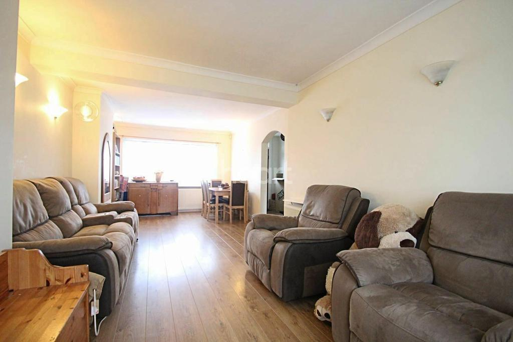 3 Bedrooms End Of Terrace House for sale in Woburn Avenue